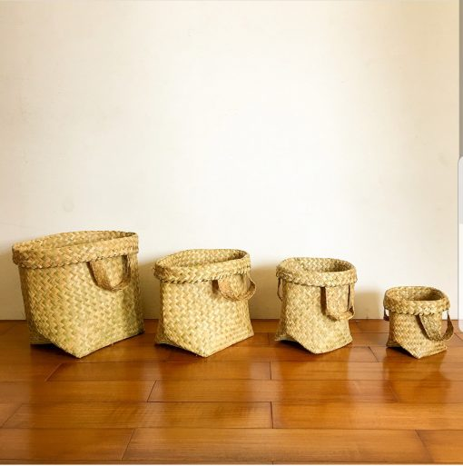 4 natural baskets